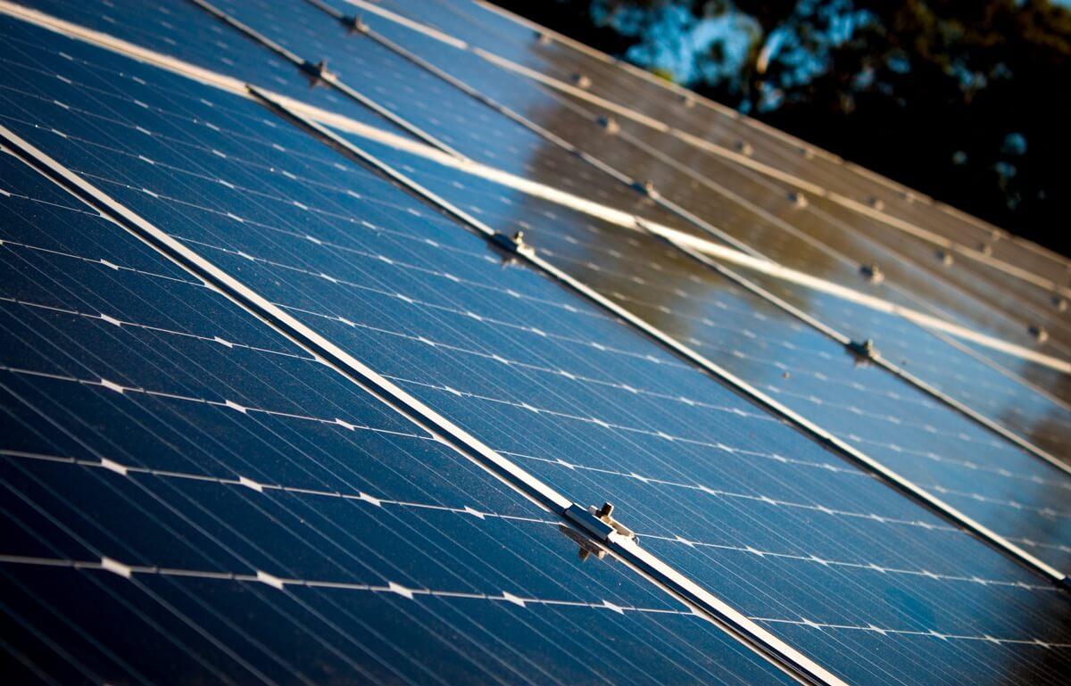 Los tipos de paneles solares se diferencian por su material de fabricación