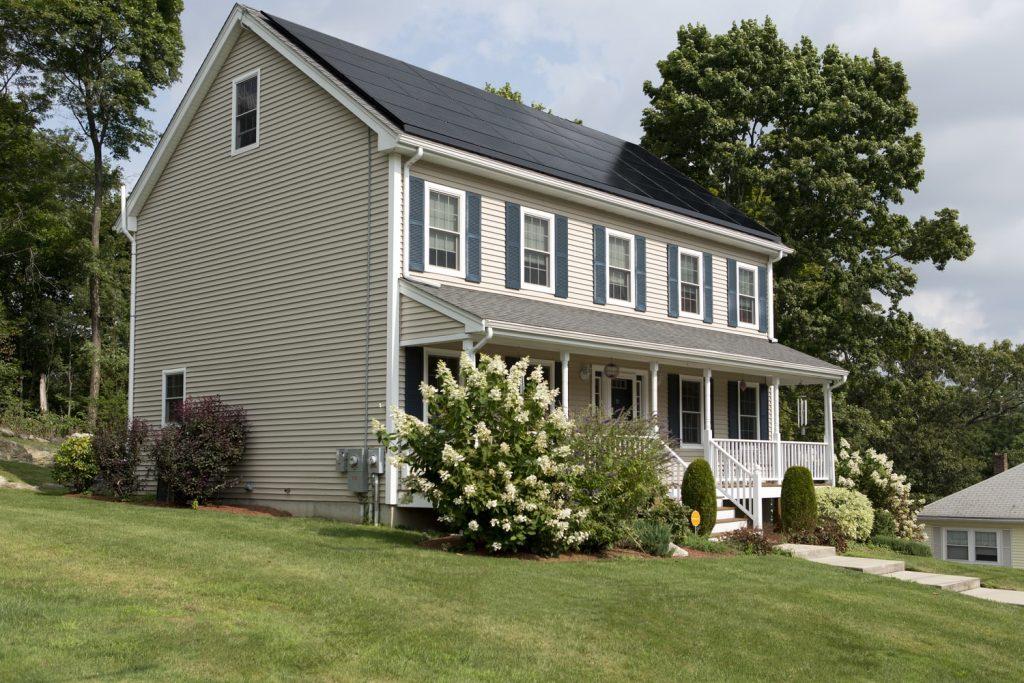 Las ventajas de los paneles solares fotovoltaicos en casas y oficinas