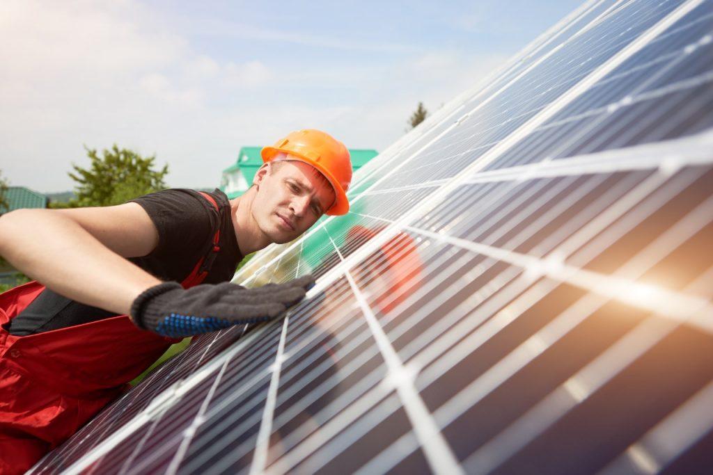 ué incluye el mantenimiento de los paneles solares - Suncore